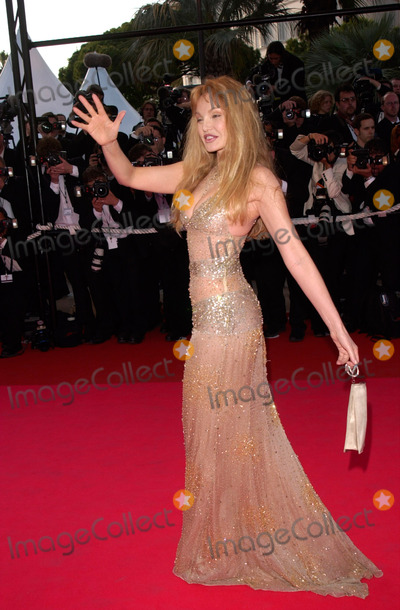 Arielle Dombasle Photo - Actress ARIELLE DOMBASLE at the premiere of Moulin Rouge which opened the 54th Cannes Film Festival09MAY2001   Paul SmithFeatureflash
