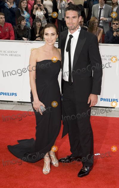 Kevin Pietersen Photo - Jessica Taylor and Kevin Pietersen arrives for the BAFTA TV Awards at the Grosvenor House Hotel London 22052011  Picture by Simon Burchell  Featureflash