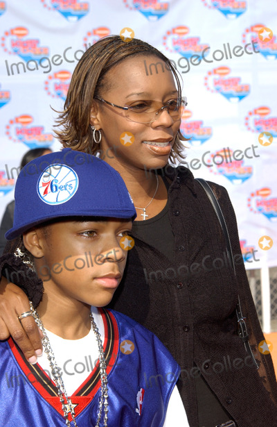 Lil Bow Wow Photo - Singer LIL BOW WOW  mother at Nickelodeons 15th Annual Kids Choice Awards in Santa Monica 20APR2002 Paul Smith  Featureflash