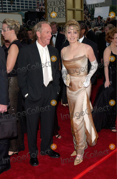 Linda Kozlowski Photo - Actor PAUL HOGAN  actress wife LINDA KOZLOWSKI at the 2001 Golden Globe Awards at the Beverly Hilton Hotel21JAN2001   Paul SmithFeatureflash