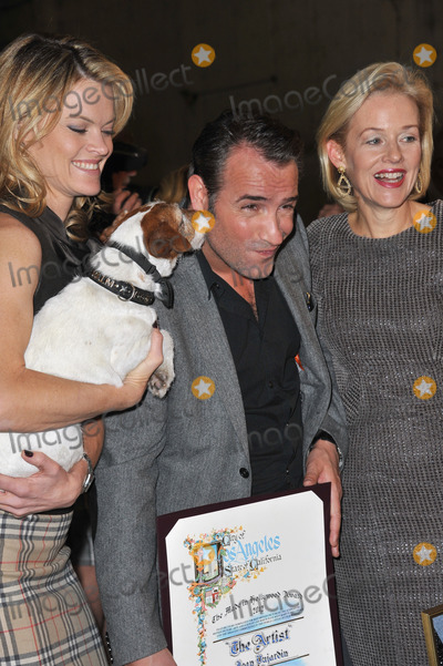 Missi Pyle Photo - The Artist stars Jean DuJardin with Missi Pyle (left) Penelope Ann Miller and Uggie on Stage 5 at Red Studios in Hollywood where the cast  crew of The Artist were presented with the inaugural Made in Hollywood award from the Los Angeles City Council by council member Tom LaBongeThe movie which has 10 Academy Award nominations was filmed at the studio and on location around HollywoodJanuary 31 2012  Los Angeles CAPicture Paul Smith  Featureflash