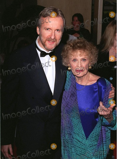 Gloria Stuart Photo - 21FEB98  Titanic directorscreenwriter JAMES CAMERON with actress GLORIA STUART at the 50th Annual Writers Guild Awards in Beverly Hills
