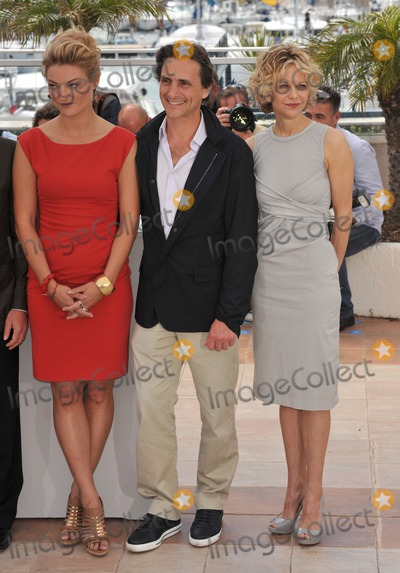 Lawrence Bender Photo - Lucy Walker (left) Lawrence Bender  Meg Ryan at photocall for Countdown to Zero at the 63rd Festival de CannesMay 16 2010  Cannes FrancePicture Paul Smith  Featureflash