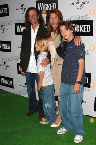 Kenny G Photo - Musician KENNY G  family at the Los Angeles premiere of the hit Broadway musical Wicked at the Pantages Theatre HollywoodJune 22 2005 Los Angeles CA 2005 Paul Smith  Featureflash