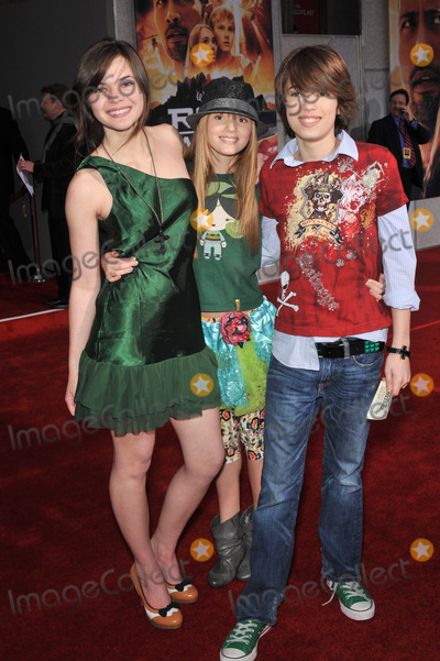 Bella Thorne Photo - Kaili Thorne (left) sister Bella Thorne  brother Remy Thorne at the world premiere of Race to Witch Mountain at the El Capitan Theatre HollywoodMarch 11 2009  Los Angeles CAPicture Paul Smith  Featureflash