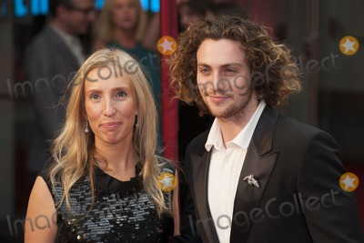 Sam Wood Photo - Sam Taylor Wood and Aaron Taylor-Johnson arriving the UK premiere of Anna Karenina at Odeon Leicester Square London 05092012 Picture by Alexandra Glen  Featureflash
