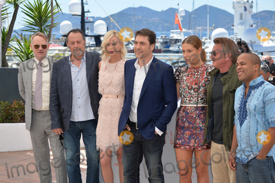 Adele Exarchopoulos Photo - Jared Harris Jean Reno Charlize Theron Javier Bardem Adele Exarchopoulos director Sean Penn  Zubin Cooper at the photocall for The Last Face at the 69th Festival de CannesMay 20 2016  Cannes FrancePicture Paul Smith  Featureflash