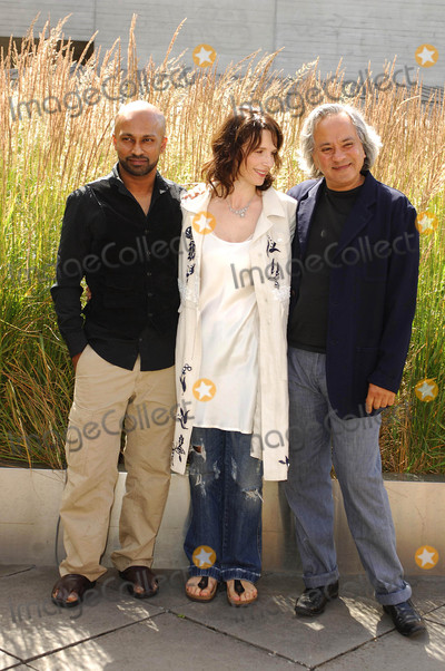 Anish Kapoor Photo - London UK Dancer and choreographer Akram Khan actress Juliette Binoche and Anish Kapoor(who is designing the set) attending the launch of the new dance theatre and film collaboration Jubi lation at Olivier Stalls Foyer level 2 National Theatre on the South Bank 4th July 2008Ali KadinskyLandmark Media
