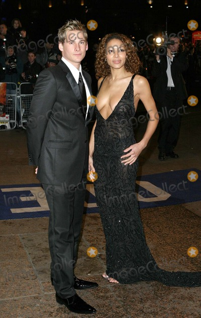 Aret Komlosy Photo - London Lee Ryan from boyband Blue and Aret Komlosy at the Royal Premiere of The Merchant of Venice at the Odeon Cinema Leicester Square29 November 2004Paulo PirezLandmark Media