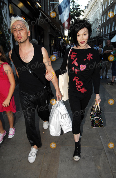 Pete Burns Photo - London UK Pete Burns and  his husband Michael Simpson out and about in London 25th August 2007 London  25th August 2007 Steve McGarryLandmark Media
