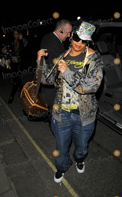 Shawntae Harris Photo - London UK American rapper Da Brat (Shawntae Harris) arriving at Claridges Hotel31 March 2008Can NguyenLandmark Media