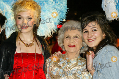 Anna Brewster Photo - London Anna Brewster Dorris Barry and guest at the Premiere of Mrs Henderson Presents at the Vue Cinema Leicester Square23 November 2005Jenny RobertsLandmark Media