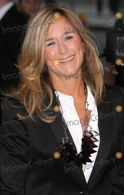 ANGELA AHRENDTS Photo - London UK Angela Ahrendts  (CEO of Burberry)   at the Burberry Prorsum SpringSummer 2010 Show at Rootstein Hopkins Parade Ground  London Fashion Week 22nd September 2009 Keith MayhewLandmark Media
