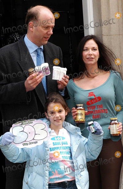 Carole Caplin Photo - London Carole Caplin joins MP Chris Grayling and MP Kate Hoey in Downing Street to deliver protest letter to Tony Blair over a European Union directive intending to limit the sale of vitamins and mineral supplements that claim health benefits 25 January 2005Ali KadinskyLandmark Media