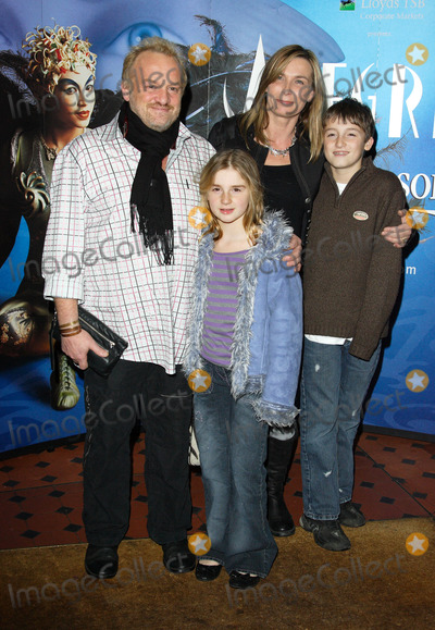Anthony Worrall-Thompson Photo - London UK  Celebrity chef Anthony Worrall Thompson and family  at the Gala Performance of Cirque du Soleils Alegria at the Royal Albert Hall  5th January  2007