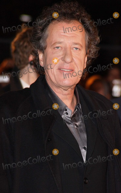 Geoffrey Rush Photo - London UK Geoffrey Rush at the premiere of his  film Elizabeth The Golden Age  at the Odeon Leicester Square London   23rd October 2007Keith MayhewLandmark Media