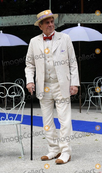 Chaim Topol Photo - London UK Chaim Topol  at the photocall for Gigi at Open Air Theatre Regents ParkChaim Topol Millicent Martin Linda ThorsonStar in first London performance of Lerner and Loewes musical in over 20 years directed by Timothy Sheader 12th August 2008ef Can NguyenLandmark Media