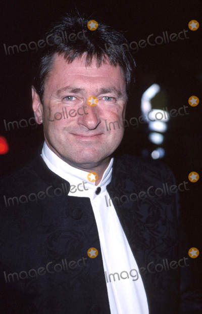 Alan Titchmarsh Photo - LondonAlan Titchmarsh attends the National TV Awards at the Royal Albert Hall10th October 2000Picture by Trevor MooreLandmark Media
