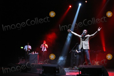 Aloe Blacc Photo - London UK Aloe Blacc performing live at HMV Hammersmith Apollo on December 15 2011Justyna SankoLandmark Media