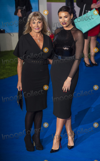 Albert Hall Photo - London UK Carol Wright and Jessica Wright  at the European Premiere of Mary Poppins Returns at Royal Albert Hall on December 12 2018 in London EnglandRef LMK386-J4041-131218Gary MitchellLandmark MediaWWWLMKMEDIACOM