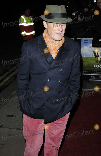 AA Gill Photo - LondonUK  A A Gill  arriving at the Food Inc Premiere at the Curzon Mayfair Cinema Mayfair London 8th February 2010Can NguyenLandmark Media