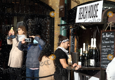 Covent Garden Photo - London UK   London has now been placed under extremely high Tier 4 restrictions to prevent the spread of Covid-19 with indoor venues non essential retail and clubs all closed and unable to trade there until at least the next review date of December 30th Covent Garden London on December 19th 2020 RefLMK73-S3205-201220 Keith MayhewLandmark Media WWWLMKMEDIACOM