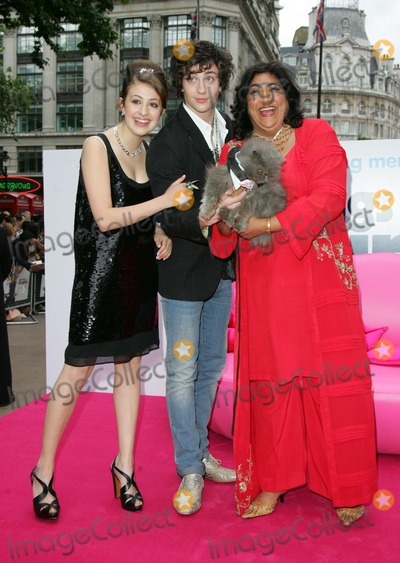 Aaron Johnson Photo - LondonUK Georgia Groome  Director Gurinder Chadha  and Aaron Johnson (and Angus the cat)  at the premiere of their  film  Angus Thongs and Perfect Snogging  The Empire Cinema Leicester Square 16th July 2008 Keith MayhewLandmark Media