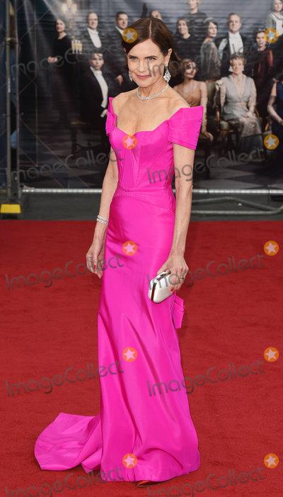 Elizabeth Mcgovern Photo - London UK  Elizabeth McGovern at the World Premiere of Downton Abbey held at Cineworld Leicester Square London on Monday 9 September 2019Ref LMK392-J5420-100919Vivienne VincentLandmark Media WWWLMKMEDIACOM