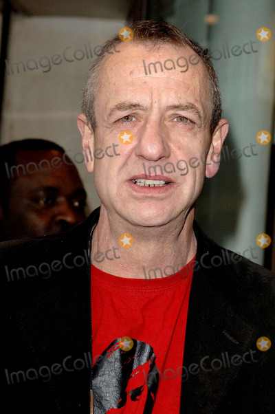 Arthur Smith Photo - London Arthur Smith arriving at the Critics Circle Theatre Awards held at the Prince of Wales Theatre30 January 2007Ali KadinskyLandmark Media