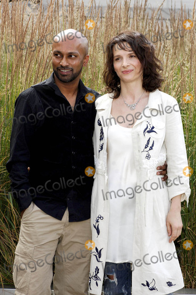 Akram Khan Photo - London UK Dancer and choreographer Akram Khan and actress Juliet Binoche attending the launch of the new dance theatre and film collaboration Jubi lation at Olivier Stalls Foyer level 2 National Theatre on the South Bank 4th July 2008Ali KadinskyLandmark Media