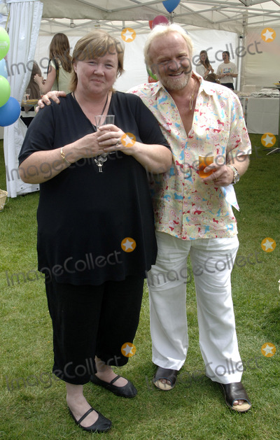 Antony Worral-Thompson Photo - LondonUK Pauline Quirke and Antony Worrall Thompson at the National Family Week Launch VIP Picnic held at Regents Park in London 25th May 2009 Chris Joseph Landmark Media