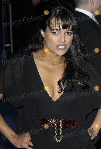 Michelle Rodriguez Photo - London UK  Michelle Rodriguez  at the World Premiere of the film Avatar held at the Odeon Cinema Leicester Square 10th December 2009 Ref    SydLandmark Media