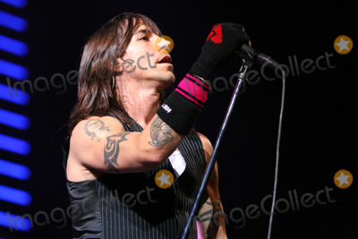 Anthony Kiedis Photo - London UK Anthony Kiedis of Red Hot Chili Peppers perform live at Earls Court in London 17th July 2006Michelle BrooksLandmark Media