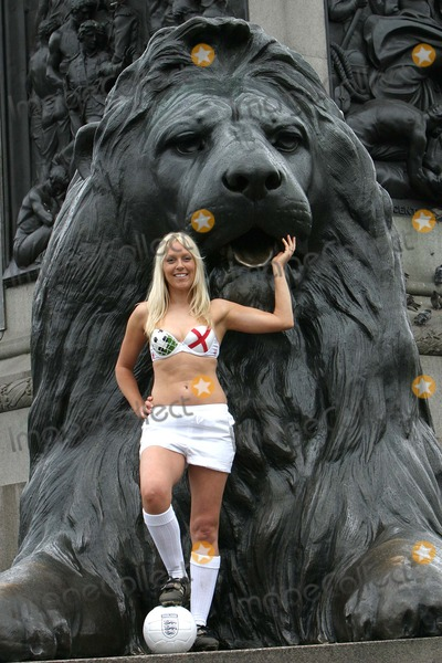 Helen Chamberlain Photo - London Helen Chamberlain - Soccer AM Presenter - helps launch a bra to celebrate the forthcoming Euro 2004 championships at Trafalger Square  Each participating nation has its own design of bra each displaying their own flag01 June 2004PAULO PIREZLANDMARK MEDIA