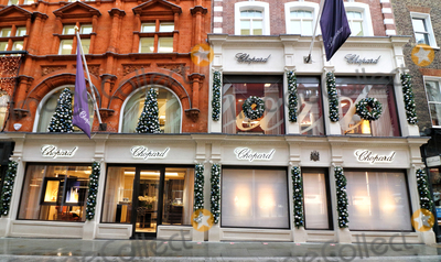 Christmas Windows Photo - London UK Its Beginning to look like Christmas as stores and streets are decorated for the festive season despite the current Second Lockdown in force London November 19th 2020Ref LMK73-J6991-201120Keith MayhewLandmark MediaWWWLMKMEDIACOM