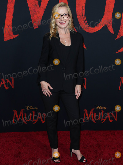 Angela Kinsey Photo - HOLLYWOOD LOS ANGELES CALIFORNIA USA - MARCH 09 Angela Kinsey arrives at the World Premiere Of Disneys Mulan held at the El Capitan Theatre and Dolby Theatre on March 9 2020 in Hollywood Los Angeles California United States (Photo by Xavier CollinImage Press Agency)
