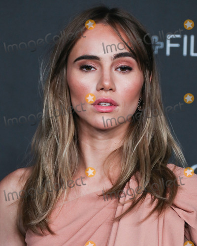 Suki Waterhouse Photo - LOS ANGELES CALIFORNIA USA - NOVEMBER 02 Actress Suki Waterhouse arrives at the 2019 LACMA Art  Film Gala held at the Los Angeles County Museum of Art on November 2 2019 in Los Angeles California United States (Photo by Xavier CollinImage Press Agency)