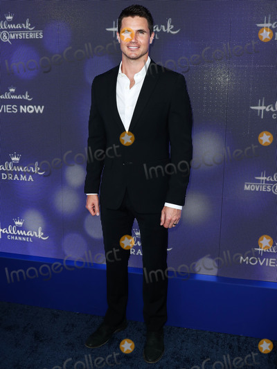 Amel Photo - BEVERLY HILLS LOS ANGELES CALIFORNIA USA - JULY 26 Robbie Amell arrives at the Hallmark Channel And Hallmark Movies And Mysteries Summer 2019 TCA Press Tour Event held at a Private Residence on July 26 2019 in Beverly Hills Los Angeles California United States (Photo by Xavier CollinImage Press Agency)