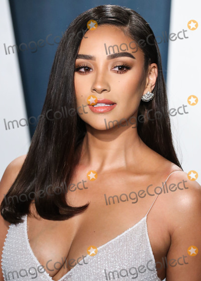 Shay Mitchel Photo - BEVERLY HILLS LOS ANGELES CALIFORNIA USA - FEBRUARY 09 Actress Shay Mitchell arrives at the 2020 Vanity Fair Oscar Party held at the Wallis Annenberg Center for the Performing Arts on February 9 2020 in Beverly Hills Los Angeles California United States (Photo by Xavier CollinImage Press Agency)