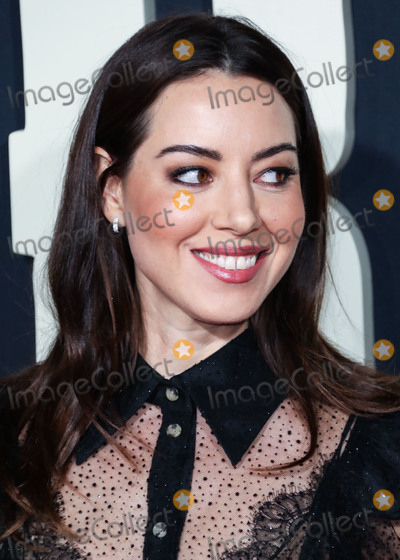 Aubrey Plaza Photo - HOLLYWOOD LOS ANGELES CALIFORNIA USA - OCTOBER 15 Actress Aubrey Plaza arrives at the Premiere Of Fox Searchlights Jojo Rabbit held at the Hollywood American Legion Post 43 on October 15 2019 in Hollywood Los Angeles California United States (Photo by David AcostaImage Press Agency)