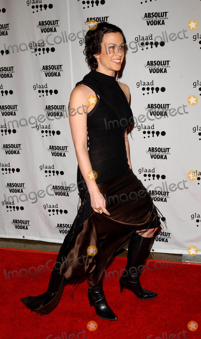Alanis Morisette Photo - 15th Annual Glaad Media Awards Arrivals at the Kodak Theatre in Hollywood CA 03272004 Photo by Fitzroy BarrettGlobe Photos Inc 2004 Alanis Morisette