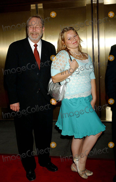 AMY HALLORAN Photo - NBC Upfront Event Radio City Music Hall New York City 5-16-2005 Photo by Ken Babolcsay-ipol-Globe Photos Inc 2005 ( Thick and Thin Cast ) Martin Mull and Amy Halloran