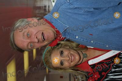 David Niven Jr Photo - Sd051802 Share 49th Boomtown Party Santa Monica Civic Auditorium Santa Monica CA Nicole Rosenfield Photo Tom Rodriguez  Globe Photos Inc (C) 2002 David Niven Jr and Wife Beatrice