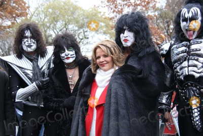 Renee Fleming Photo - Macys Thanksgiving Day Parade Central Park West NYC November 27 2014 Photos by Sonia Moskowitz Globe Photos Inc 2014 Kiss and Renee Fleming