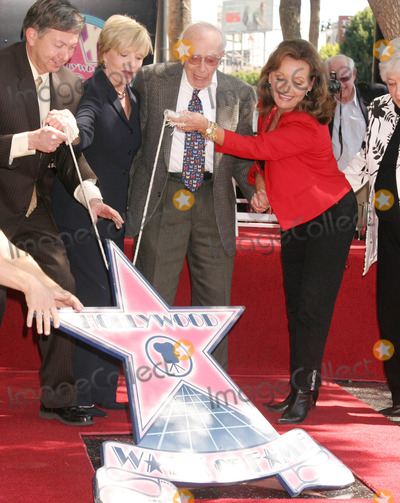 Dawn Wells Photo - Sherwood Schwartz Honored with Star on Hollywood Walk of Fame Hollywood Blvd Hollywood CA 030708 Leron Gubler Florence Henderson with Sherwood Schwartz and Wife and Dawn Wells Photo Clinton H Wallace-photomundo-Globe Photos Inc