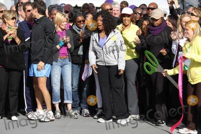 Tracy Chapman Photo - SUZW ORMAN DROZELIZABETH BANKS TRACY CHAPMAN MARY JBLIGEOPRAH WINFREYJENNIFER HUDSONat O the Oprah Magazine Celebrates its 10thAnniversary with a charity walk Oprah WinfreyLive Your Best Life Walk Starting at Pier 86 the Intrepid   05-09-2010Photo by John BarrettGlobe Photos INC2010K64749JBB