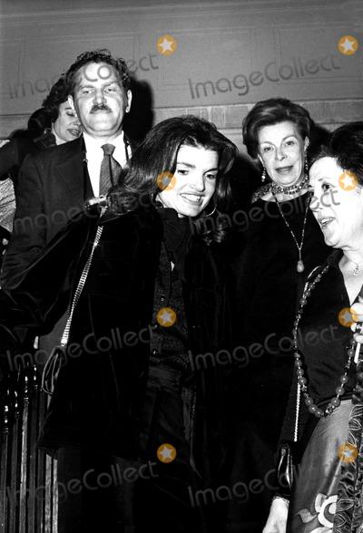 Jacqueline Kennedy Onassis Photo - Jacqueline Kennedy Onassis Jb1027 Robert FitzgeraldGlobe Photos Inc Jacquelinekennedyonassisobit