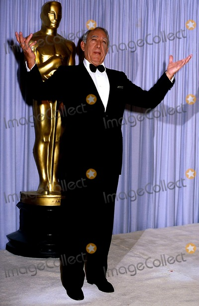 Anthony Quinn Photo - Academy Awards  Oscars Anthony Quinn Photophil Roach  Ipol Globe Photos Inc