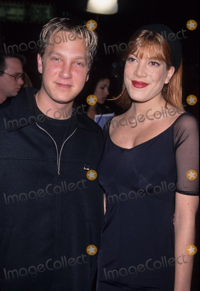 Randy Spelling Photo - Tori Spelling with Randy Spelling the Mod Squad Premiere at Mann Chinese Theatre Hollywood in Ca 1999 K15117lr Photo by Lisa Rose-Globe Photos Inc