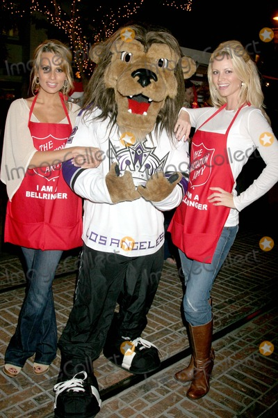 Aubrie Lemon Photo - Johnny Grant Honored at the Salvation Armys Annual Kettle Kick Off the Original Farmers Market Los Angeles CA 111907 Patricia Kara Bailey - Los Angeles Kings Mascot with Aubrie Lemon Photo Clinton H Wallace-photomundo-Globe Photos Inc